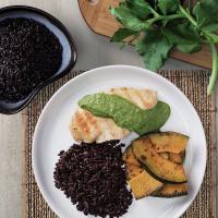 Filé de Frango ao Molho de Espinafre arroz negro e moranga