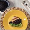 Hamburguer de frango com arroz negro e zucchini refogada
