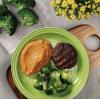 Hamburguer de carne com purê de moranga e brócolis
